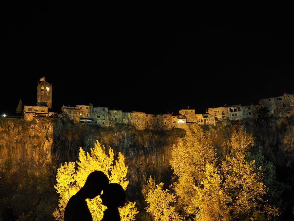 Castellfollit de la Roca at night