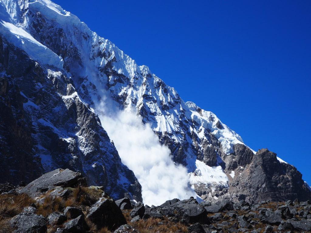 Avalanche near Abra Salkantay